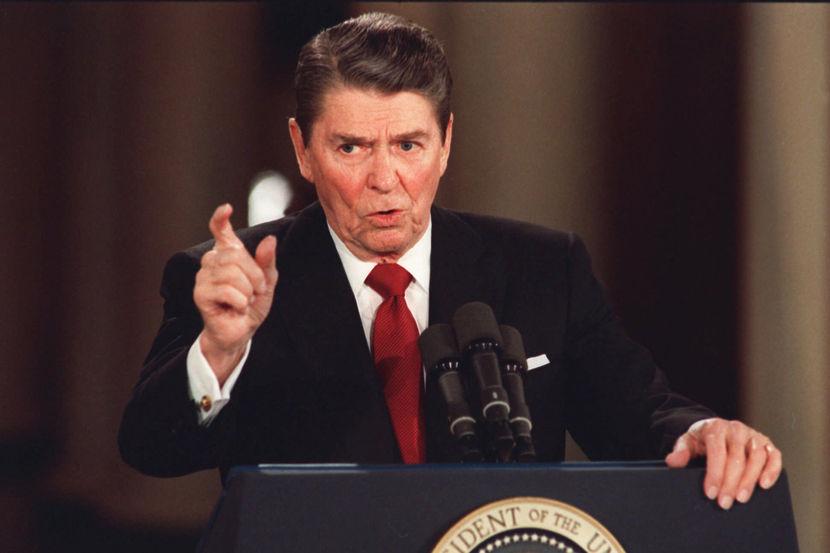Briefing Ronald Reagan